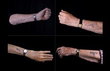 Sobrevivientes del Holocausto muestran los tatuajes numéricos con los que los identificaban en Auschwitz.