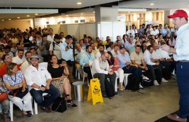 El gobernador de Sucre Héctor Olimpo Espinosa en su intervención en la macrorueda institucional realizada en Montería.