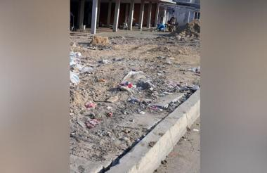 Las basuras en su mayoría son escombros que dejan tirados.