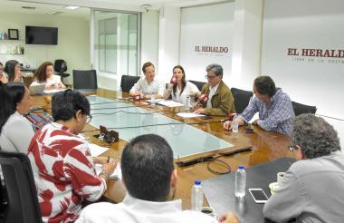 Aspecto general de la visita del ministro de Hacienda, Alberto Carrasquilla, a EL HERALDO.