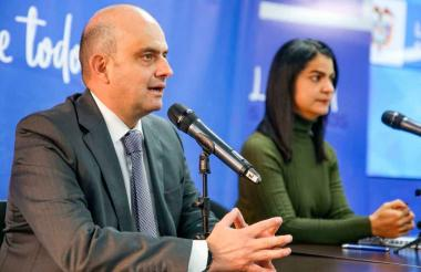 Iván Darío González, ministro de Salud (e), y Martha Ospina, directora del  INS.