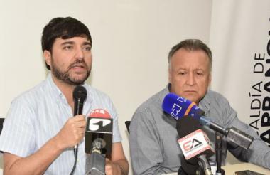 Luis A. Moscoso junto al alcalde Jaime Pumarejo.