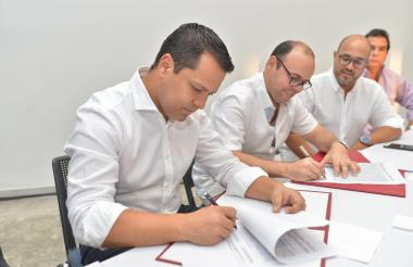 Gobernador Luis Alberto Monsalvo, con Carlos Muñoz, director del CDT, Wilson Solano, secretario de Agricultura y Alfredo Villazón, presidente de Asocebú.
