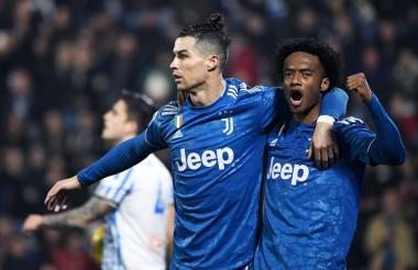 Cristiano Ronaldo celebrando su gol con el colombiano Juan Guillermo Cuadrado.