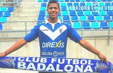 El volante Jaime Alvarado luciendo la camiseta del su equipo el Badalona, de la segunda división B.