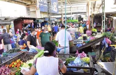 Lleno de compradores permaneció el sábado el mercado de Valledupar.