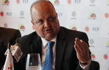 El presidente de la Dimayor, Jorge Enrique Vélez, pide la unión de todos los sectores para salvar el fútbol.