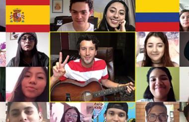 Sebastián Yatra en su encuentro virtual con los jóvenes de la fundación.