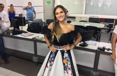 Valeria Abuchaibe Rosales, reina del Carnaval de Barranquilla, a su llegada a EL HERALDO.