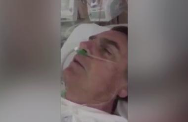 El candidato Jair Bolsonaro tras ser sometido a cirugía.