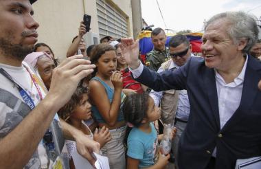 Luis Almagro en la visita que realizó el viernes a la zona de frontera en Cúcuta.