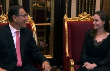 El presidente Martín Vizcarra cuando recibía a la actriz Angelina Jolie, enviada especial de la ONU.