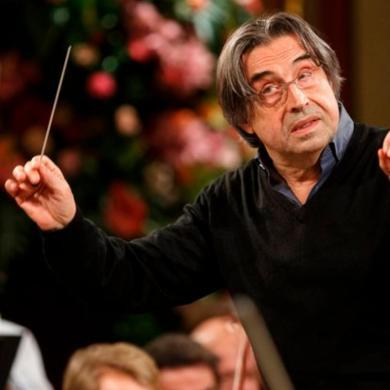 El maestro italiano Riccardo Muti conduce el ensayo de la Filarmónica de Vien. E