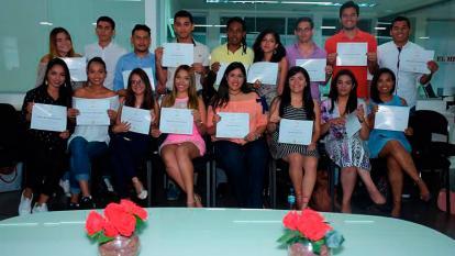 Los estudiantes del módulo X de la Escuela de Redacción Periodística Olga Emiliani el día de su graduación.