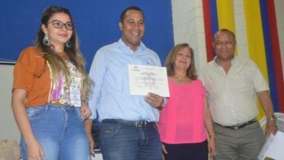 José Ramiro Bermúdez recibió la credencial como alcalde de Riohacha acompañado de sus familiares