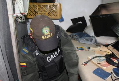 Agentes del Gaula de la Policía durante el operativo.