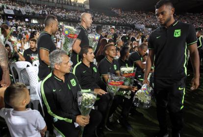 Plantilla de Atlético Nacional durante el homenaje a las víctimas del accidente aéreo el pasado 28 de noviembre.