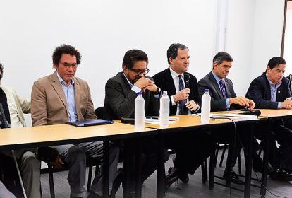 Miembros del Gobierno y las Farc en la instalación de las comisiones en Bogotá.