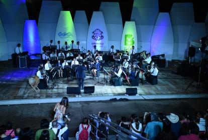 La Banda Sinfónica de la Fundación Asesco durante su presentación ayer en el Parque Sagrado Corazón.