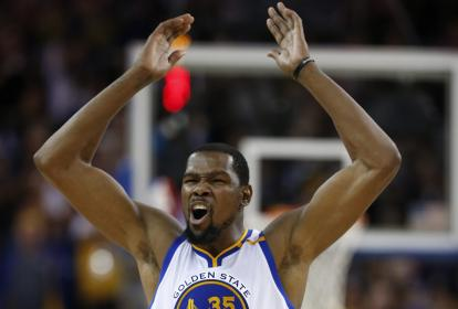 Kevin Durant (Warriors) celebra una anotación.