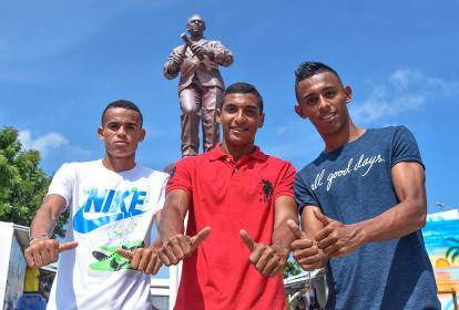 Luis Díaz (izquierda), Gabriel Fuentes (centro) y Cristian Pérez posaron ayer para el lente de EL HERALDO.