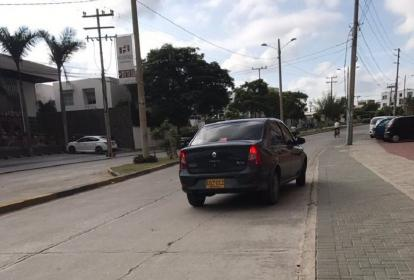 Un usuario de Wasapea a EL HERALDO suministró esta foto del auto, en medio del fallido plagio.