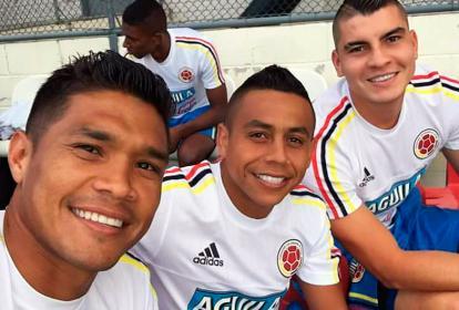 Teófilo Gutiérrez en el entrenamiento junto a Vladimir Hernández y Michael Rangel.
