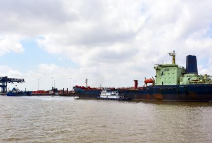 Aspecto general del canal de acceso a la zona portuaria de Barranquilla.