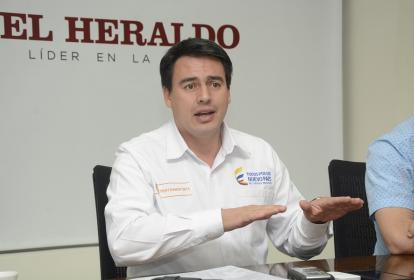 El ministro de Transporte, Jorge Rojas, durante la visita realizada a EL HERALDO.