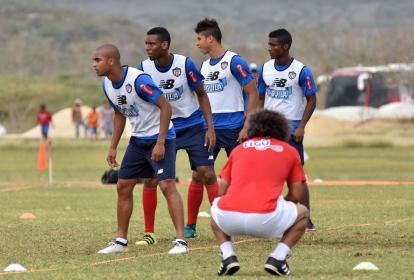 Gamero, con los integrantes de la defensa titular.