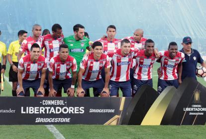Junior volvió a dejar una pobre imagen en un torneo internacional, al quedar eliminado en la fase 3 de la Copa Libertadores por el Atlético Tucumán. El Tiburón se impuso como local 1-0, pero luego cayó 3-1, en el Monumental José Fierro.