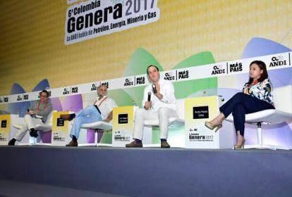 El director de EL HERALDO, Marco Schwartz; el empresario Amaury Covo y el superintendente de Servicios Públicos Domiciliarios, durante el evento de la Andi.
