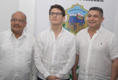 José Cadena (centro), acompañado de Juan Carlos Zamora (izq.) y Juan José Vergara (der.)