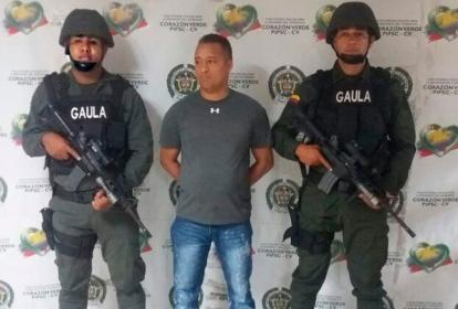 Franklin González Luna tenía orden de captura, emitida por un juez penal municipal, por los delitos de homicidio agravado y porte ilegal de armas de fuego.