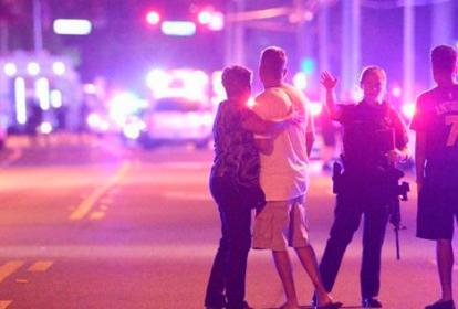 Policía acordonó las calles aledañas a la discoteca.