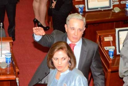 María Guerra, con Uribe.