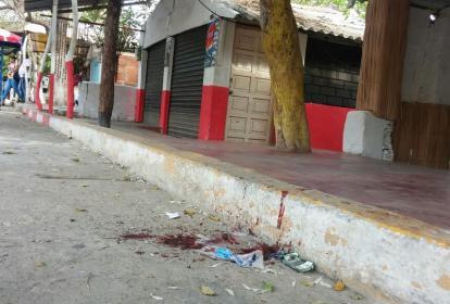 Lugar donde quedó el cuerpo sin vida de Vitola, quien agredió a su pareja Angelina Chica.