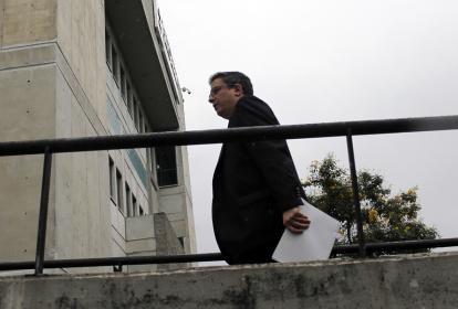 Santiago Rojas en el momento de ingresar para su cita con un fiscal anticorrupción.