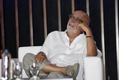 Juan Gossaín durante el homenaje realizado en el auditorio de la Uninorte.