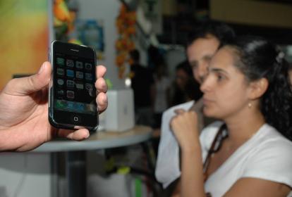 Compradores de equipos de telefonía móvil.