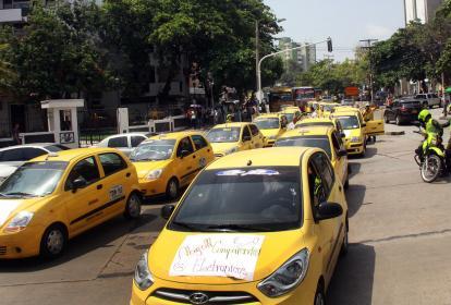 Taxistas en Medellín protestan contra la plataforma virtual.