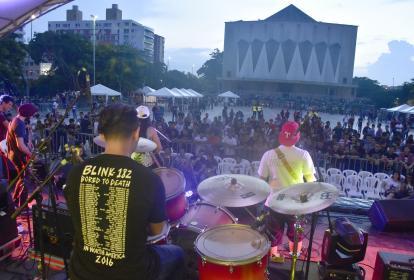 La agrupación musical Back 2 School, durante su presentación el sábado 17 de junio.