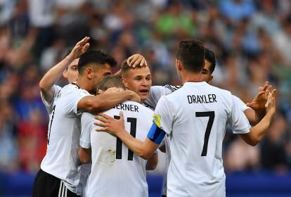 Jugadores de Alemania celebran el triunfo de ayer.