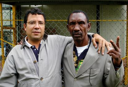 Alberto Salcedo Ramos y  el exboxeador Kid Pambelé.