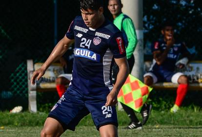 Jorge Arias, que llegó como refuerzo para este segundo semestre, comandará la defensa rojiblanca ante Jaguares.