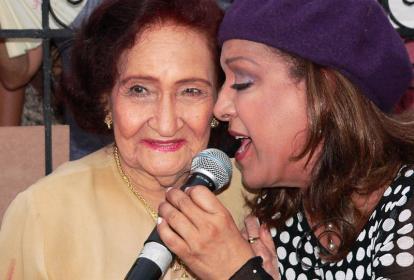 La cantante Esthercita Forero junto a la artista de República Dominicana, Milly Quezada.