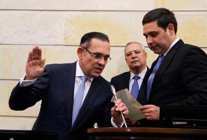 El conservador Efraín Cepeda toma juramento como nuevo presidente del Senado