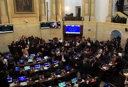 Momento en el que la plenaria del Senado eligió a su nueva mesa directiva.
