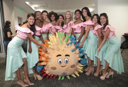Las 12 aspirantes a capitana distrital de la Fiesta del Mar.