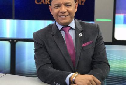 Iván René Valenciano en su rol de periodista deportivo en el  canal Fox Sports.